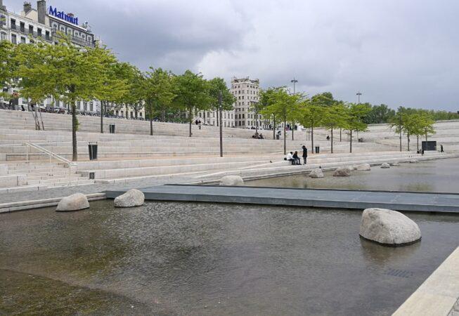 Lione, specchio d'acqua sulle sponde del fiume Rodano
