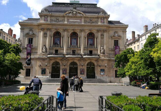 Place des Celestins a Lione. Una piazza-giardino cornice. Progetto di M. Desvigne e C. Dalnoky