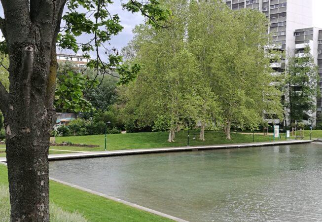 Vasca d'acqua nel Parc de L'Arlequin, Villeneuve nei pressi di Grenoble. Progetto di M. Corajoud.